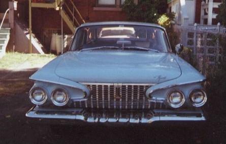 1961_Plymouth_Suburban_front.jpg